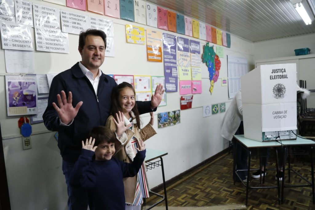 Ratinho Jr vota em Curitiba