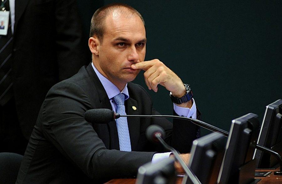 Filho de Bolsonaro já é o deputado federal mais votado da história do Brasil