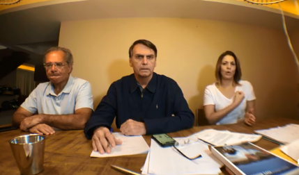 Bolsonaro diz que vai ao TSE exigir explicações sobre problemas nas urnas