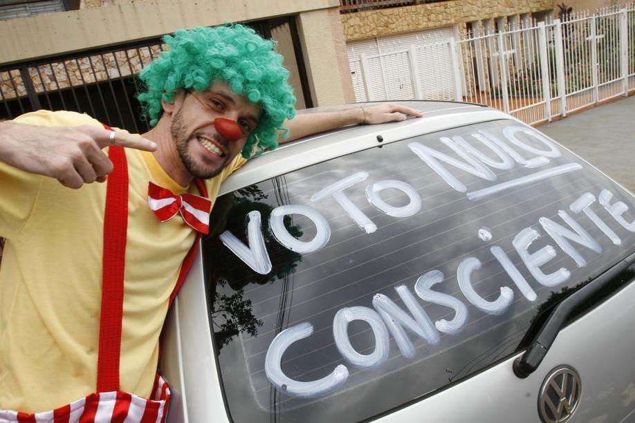 Alienação eleitoral no Brasil cresce mesmo antes do fechamento das urnas