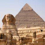 Vista panorâmica dos pirâmides do Egito e da esfinge