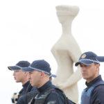 Policiais fazem guarda em frente ao prédio do Supremo Tribunal Federal: escalada de ataques preocupa.