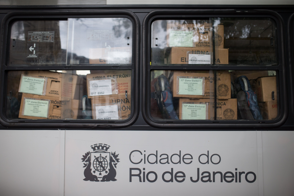 Justiça Eleitoral fez busca por materiais sobre 'democracia' e 'fascismo' em casa de estudantes, diz Defensoria
