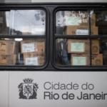 Ônibus com urnas eletrônicas no Rio de Janeiro. Foto: Fernando Souza / AFP