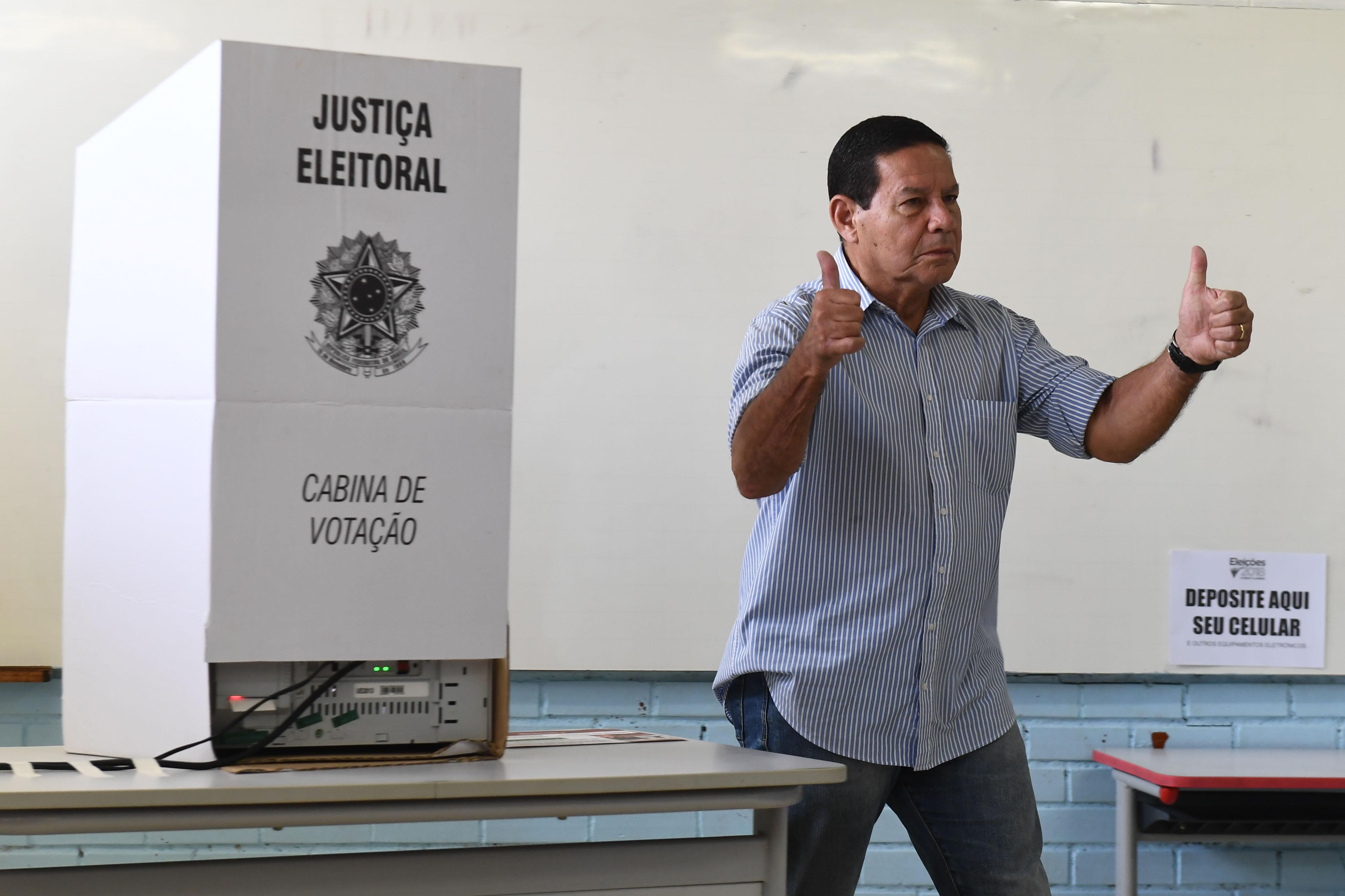 """General Mourão desiste de gabinete ao lado do de Bolsonaro: """"foi uma trapalhada"""""""