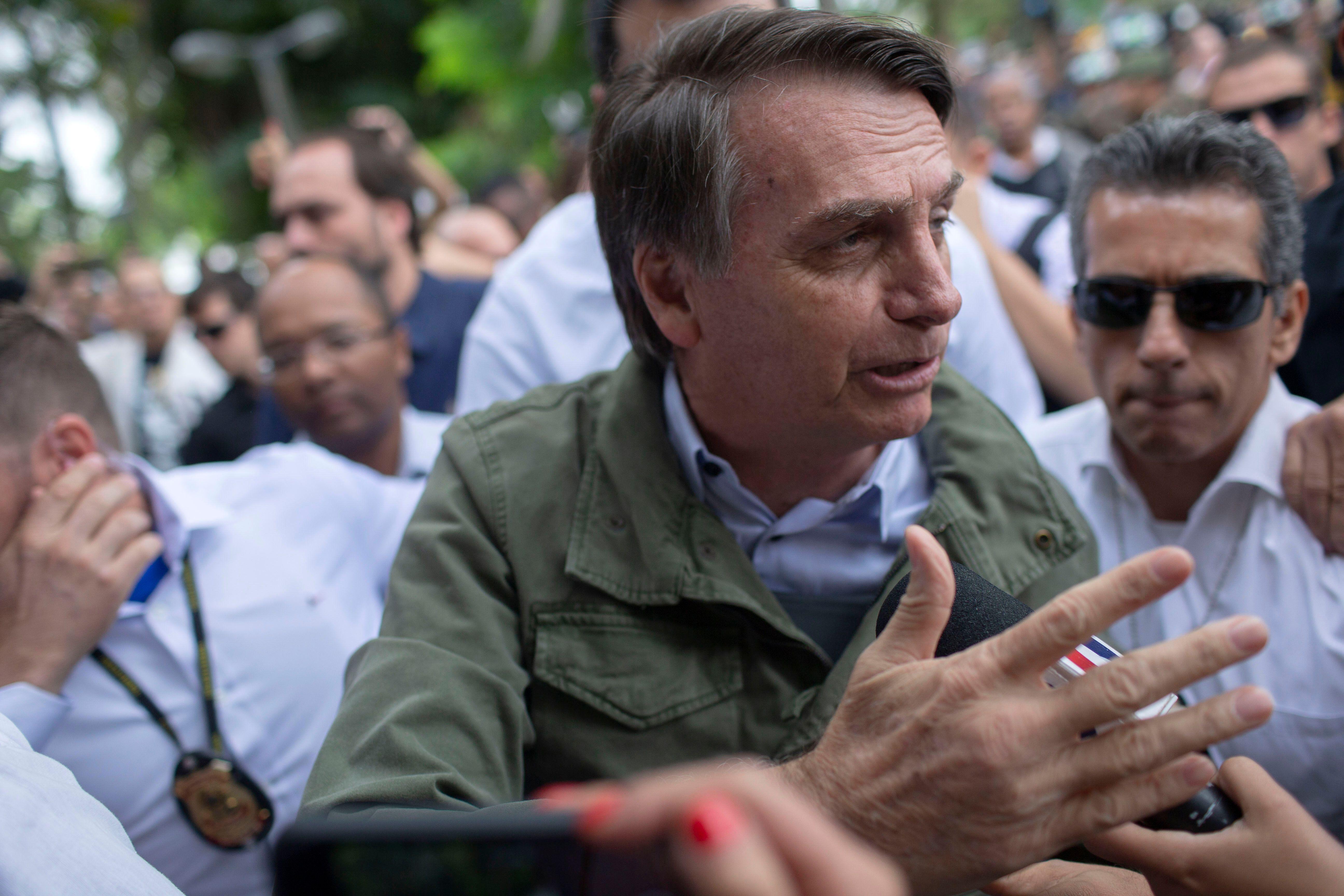 Jair Bolsonaro vota escoltado pela PF e diz que expectativa é de vitória