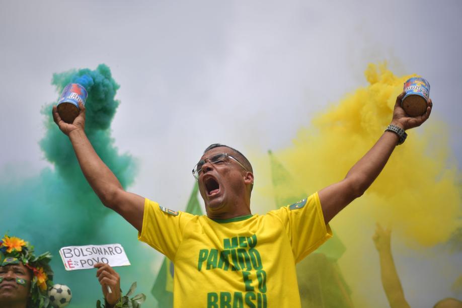 Festa em casa e na rua: aliados civis e militares celebram vitória de Bolsonaro